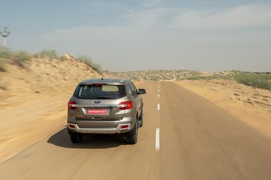 Ford-Endeavour-8