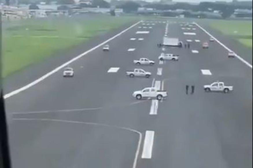 WATCH: Police Park Cars on Runway to Prevent Flight From Landing