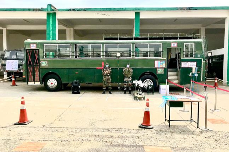 Indian Army Modifies Bus to Carry COVID-19 Patients, Here's How it is Designed to Stop Coronavirus Spread