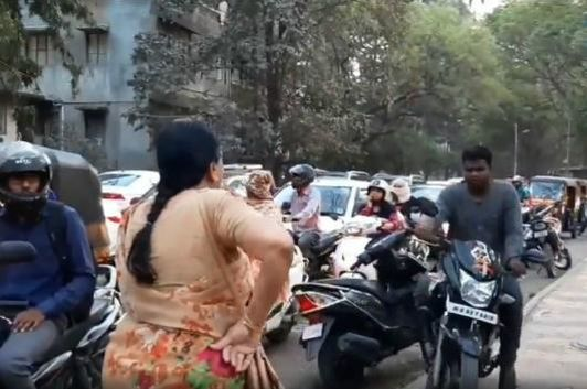 Pune teacher stopping motorcyclists on footpath. (Image source: Twitter/<a href=