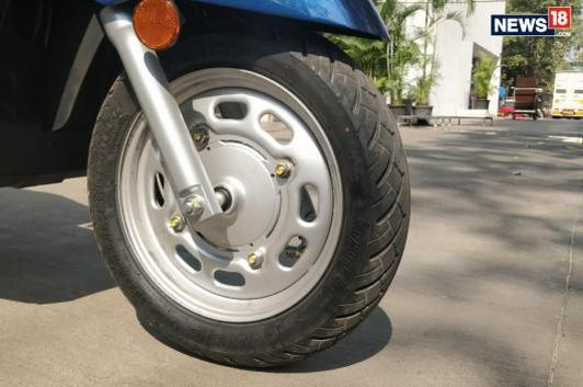 The Honda Activa now gets telescopic suspension and a 12-inch wheel at the front. (Image: Anirudh Sunil Kumar/News18.com)