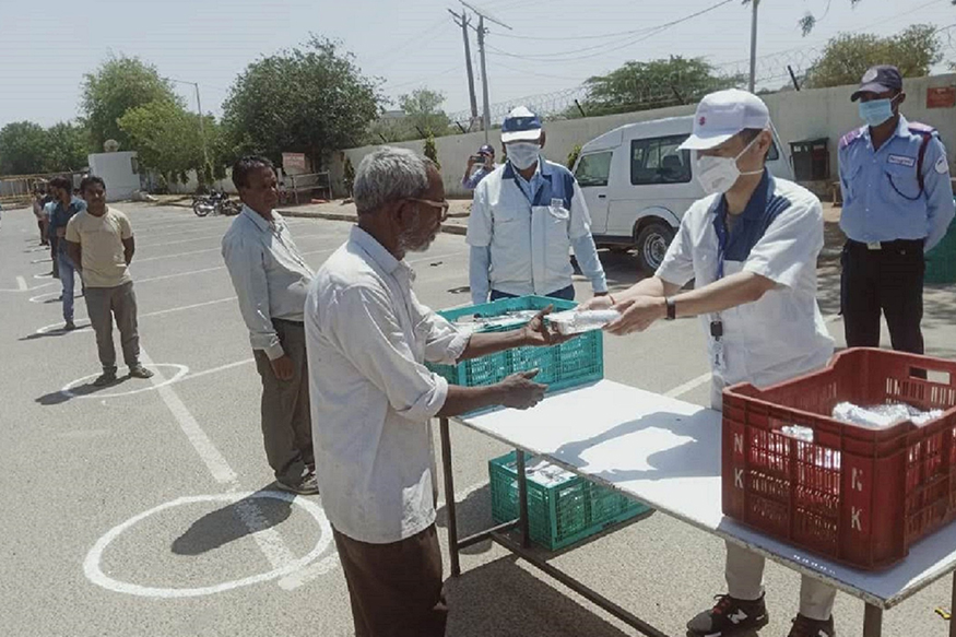 Coronavirus Lockdown: Suzuki Motorcycle India Serves Food to Communities in Haryana
