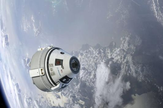 Artist concept of a Boeing CST-100 Starliner in Earth orbit. (Image: Boeing)