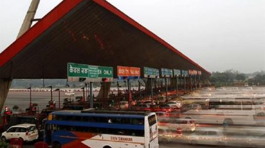 Vehicles pass through a toll plaza in Gurgaon. (Image: Reuters)